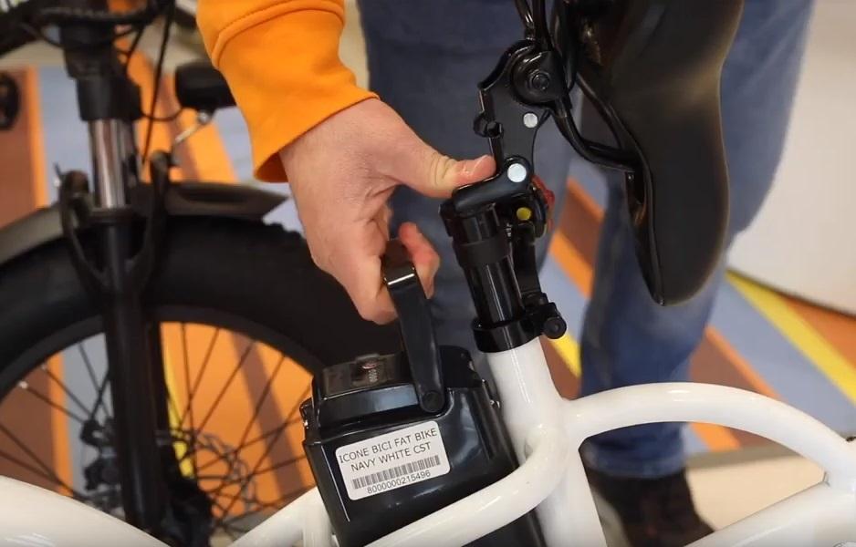 Icone navy električni sklopivi bicikl, izmjenjiva baterija. lako dostupna zbog sklopivog sjedala.