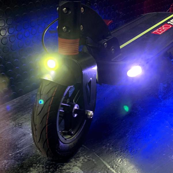 elektricni-romobil-zero-10-front-deck-light