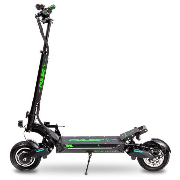Pulse 10 PRO električni romobil 1200w - romobil parkiran na nogicu